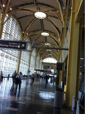 やっと3つ目の空港。