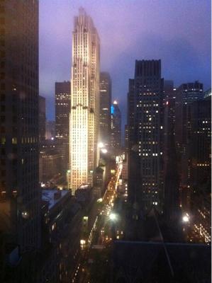 夕刻は、ホテルにて。