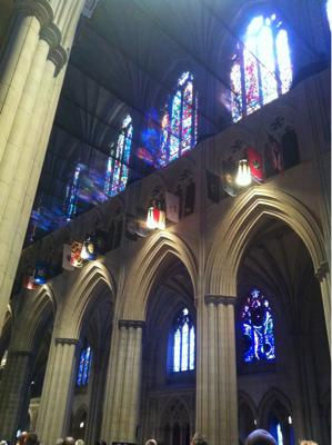 斜向かいには大聖堂の。